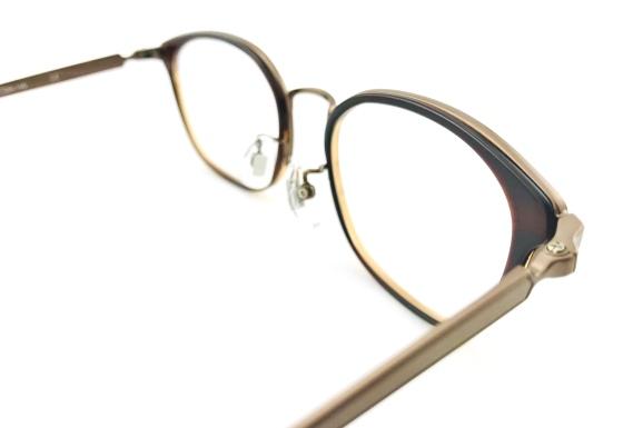 造形美を堪能できるギミック満載の大人のコンビネーションメガネ