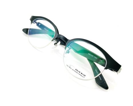 """大人のスタイルを作るメンズアイウェアブランド""""SOLID BLUE(ソリッドブルー)跳ね上げメガネ"""""""
